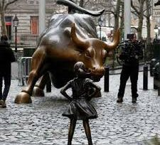 A Fearless Girl slapped Wall Street bank with Gender discrimination